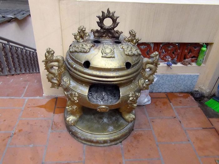 お金を燃やす為の小型焼却炉「天国にいる祖先の方々に燃やして送り届けるのが目的です」