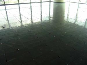 床はインテリジェンスフロアになっています
