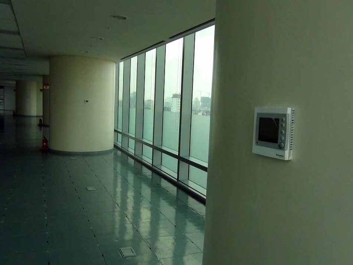 壁際には特別に手動で温度を調整できる冷房機能が備わっています