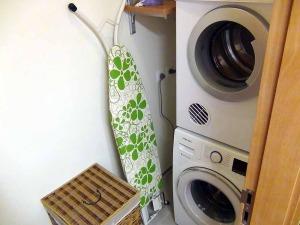 洗濯機と乾燥機は必ずランドリースペースに収まっており、扉で見えなくしてあります