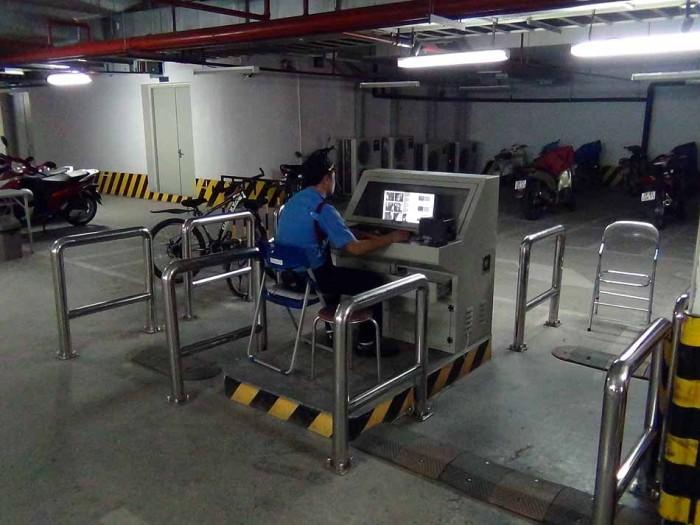 地下の駐輪場はハイテクを駆使したシステム