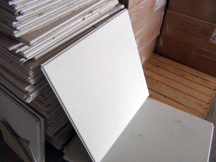 天井材に使っているのは軽くて強い海外の素材