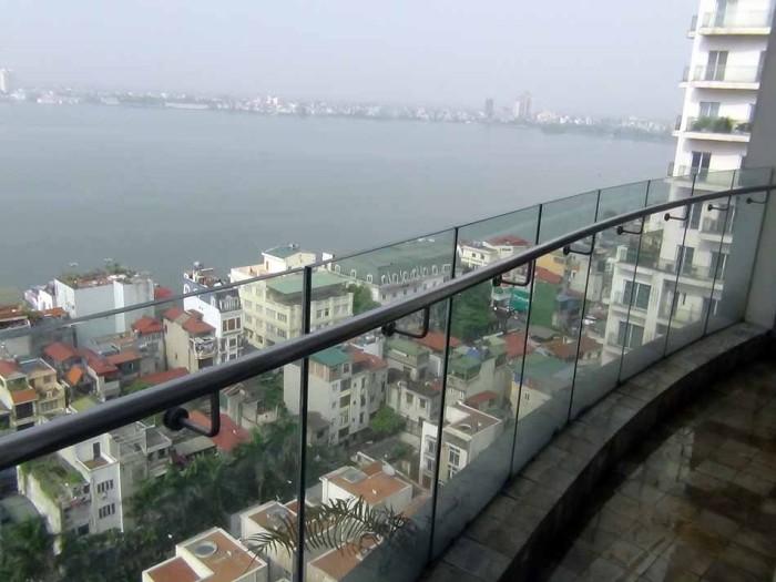 高層階から見下ろすLake View「気持ちのいい眺めです」