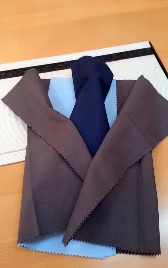シャツにネクタイ、ジャケット色といろんなイメージを瞬時に組み合わせて提案をしてくれます