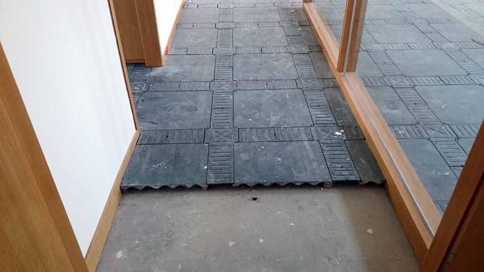 室内はOA床が標準仕様です