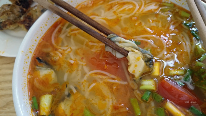 貝のスープですが、意外と大きいサイズのタニシが具材として入っていました「こりこりとして美味しいです」