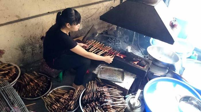 竹で豚肉を焼くのがDangさん流
