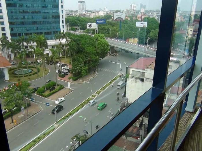 ハノイの日本人街に建つ「VIT Tower」の9階になります
