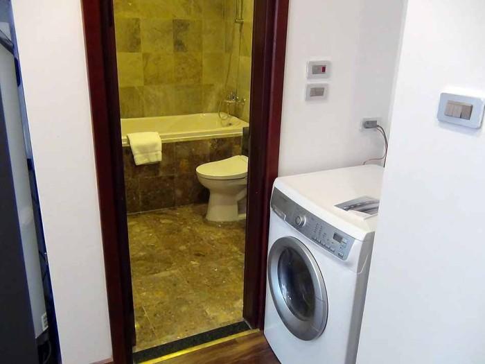 乾燥機能付き洗濯機が室内に標準装備です