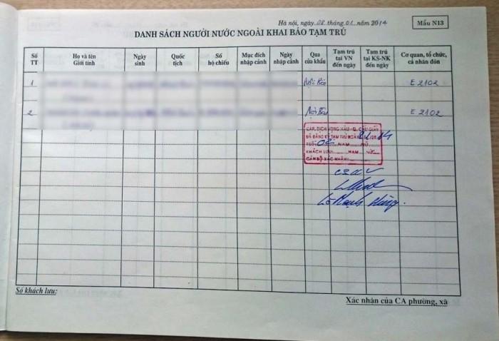 貸家の営業ライセンスを持つオーナーが所有する台帳に居住者情報を書き込み承認印をもらいます