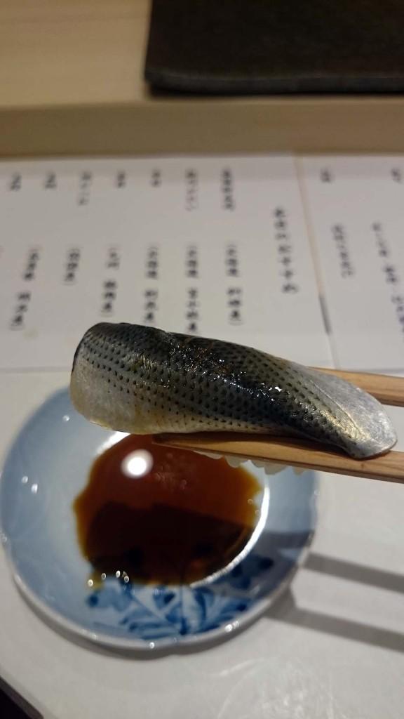 江戸前寿司と言えば子肌(コハダ)「舌の上で転がすだけで美味しい日本酒が飲みたくなります」