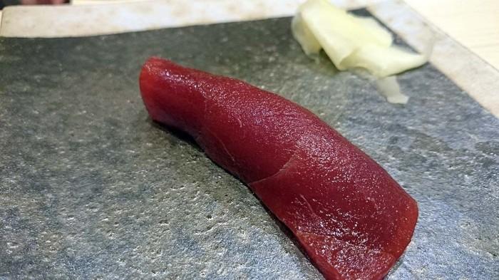 漬け鮪の寿司「しっかり漬かった鮪です」