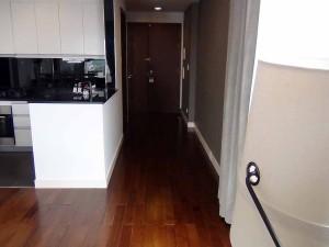 この2bedの特徴はなんと言っても玄関から長く伸びる廊下です