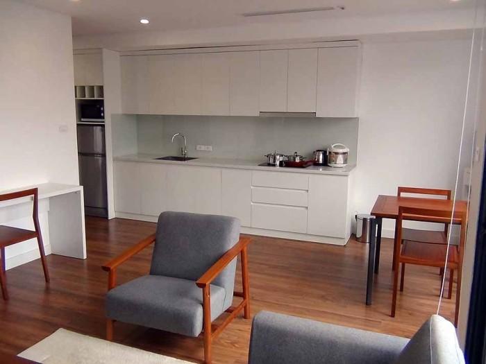 フローリングと家具の白色が綺麗なコントラストを出しています