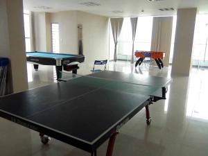 共用スペースにある卓球、ビリヤード台