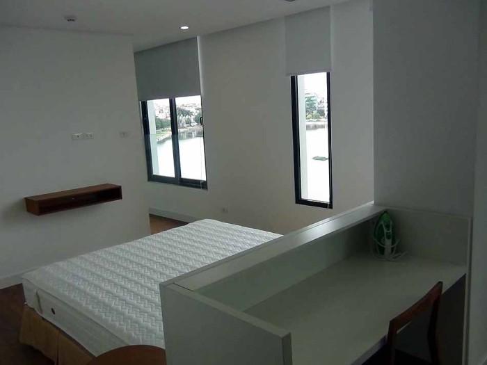 ベッドルーム「白を基調としたシンプルで清潔感溢れる室内」
