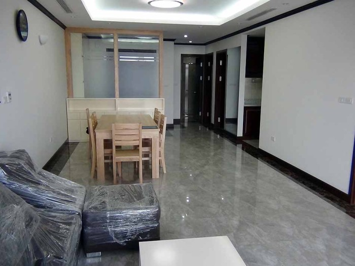 室内の半分がリビングダイニングスペース、残りが部屋という使い易い構成です