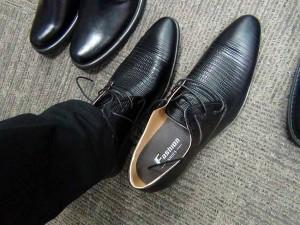 「うーん、ひも靴はちょっとな・・」