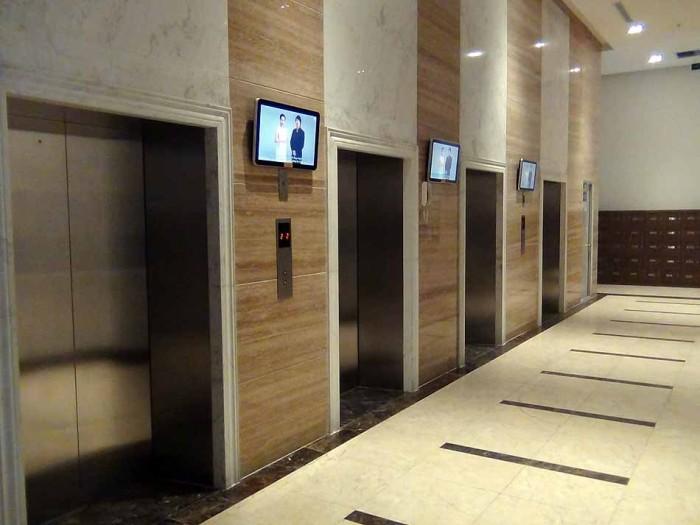 エレベーターは4基あります