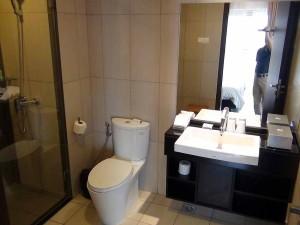 サブベッドルームはバスタブ無しのグラスシャワー