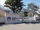 British International School Hnaoiのメインエントランス