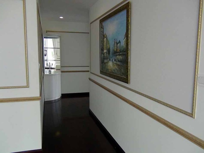 リビングスペースと各3つのベッドルームとはこの廊下を挟んで分かれています