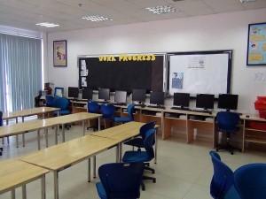 ITを学ぶ教室「生徒一人に一台のパソコンを準備されています」
