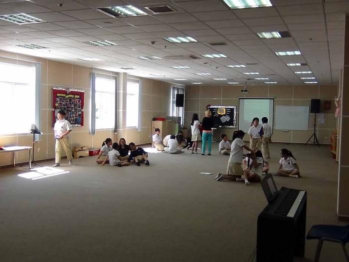 「ドラマスタジオ」で演劇関連の授業風景