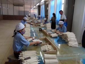 割り箸の仕分け工程