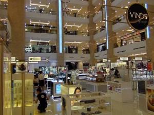 1階から6階までは専門店街です