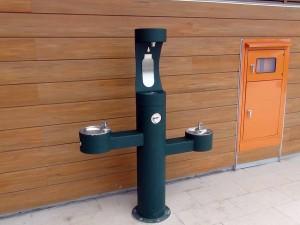 生徒さんの給水ポイントは、校内の至る所にあります