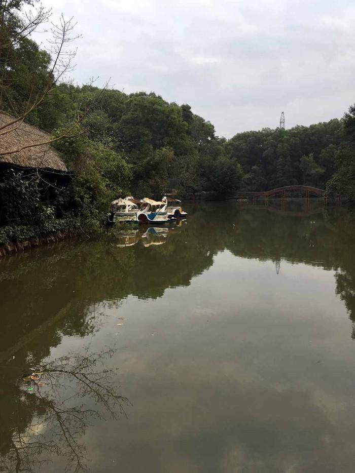 川から引き込んだ人工の湖