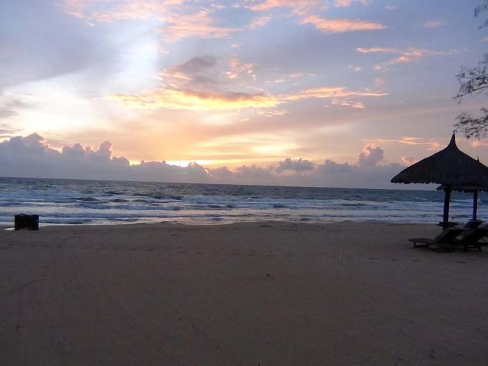 ベトナムで海に沈む綺麗なサンセットを見れるのはフーコック島だけかも知れません