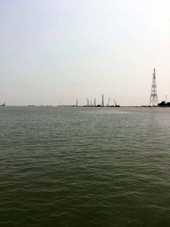 「ラックフェン国際大水深港」五洋建設さんと東亜建設工業さんが手懸ける大型コンテナ船の受入れを可能とする大水深港湾の建設現場