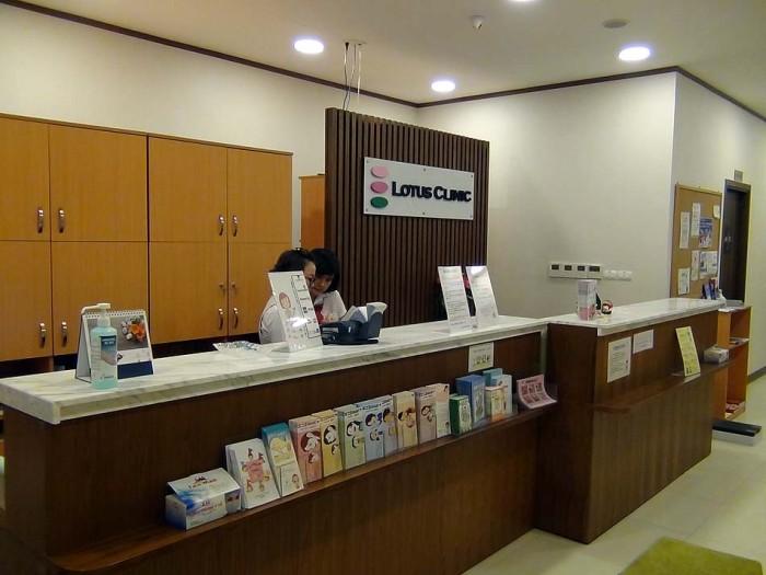 受付始め、診断、お薬の説明まで、全て日本語対応です