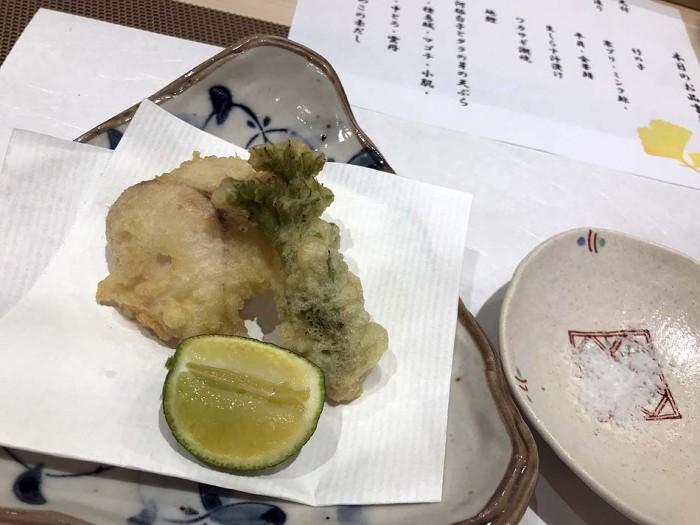 揚げ物「河豚白子とタラの芽の天ぷら」