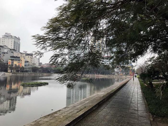 Nguyen Chi Thanh通り横に佇む「Ngoc Khanh湖」。人影はありません