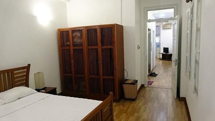長細い間取りですが、リビングとベッドルームが完全に分かれている室内です
