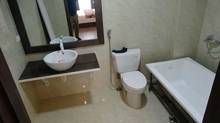 バスルーム「バスタブはつきますがお湯タンクは50Lです」