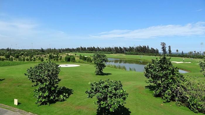 タインホア省Nghi Sonのサービスアパートから車で45分でかなり豪華なゴルフ場があります