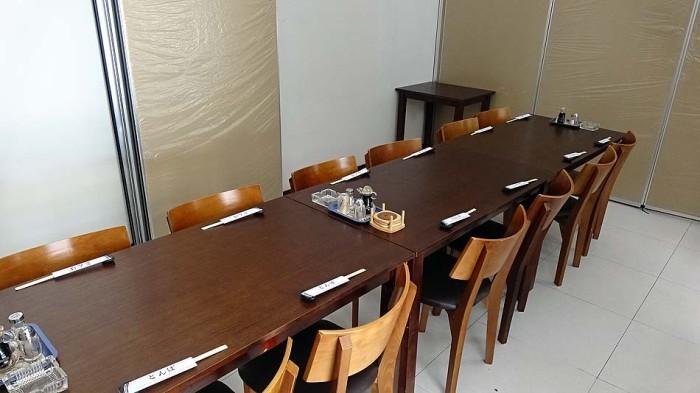 個室の様子「間仕切り次第で自由に席数を調整できます