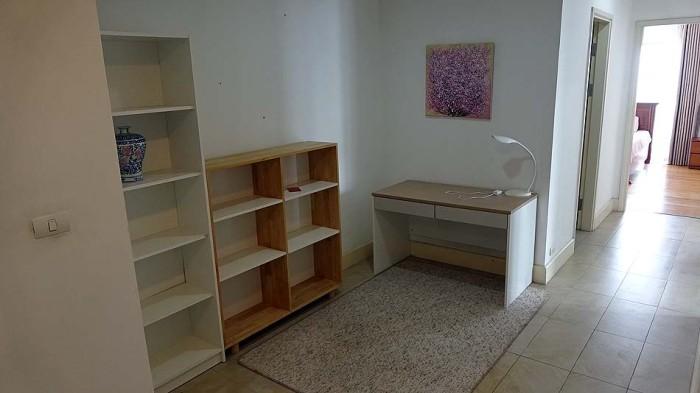 廊下ですが、一つの部屋と変わらないくらいの面積があります