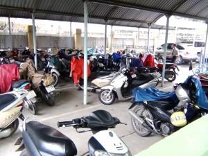 駐輪場のバイクの順番はお客様の出勤時間に合わせて並び替えるきめ細かさ