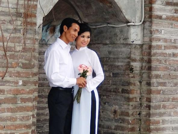 ホアンキエム湖にて婚礼写真の風景
