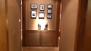 廊下にさりげなく飾っている装飾品