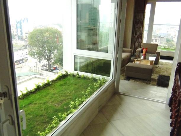 2階の緑地スペース「目の保養になりますね」