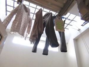 1ベッドルームの洗濯干しのスペース「風も通り光も入りとても気持ちの良いスペースです」