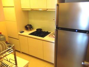 キッチンスペース「備え付けのお皿類も充実しています」