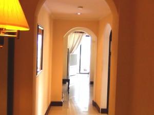 入り口からみた廊下スペース