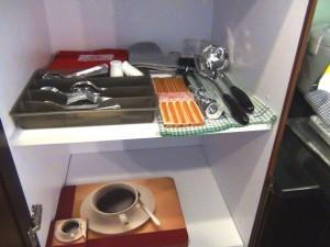 生活に必要な食器類はもちろん最初から「標準装備」です